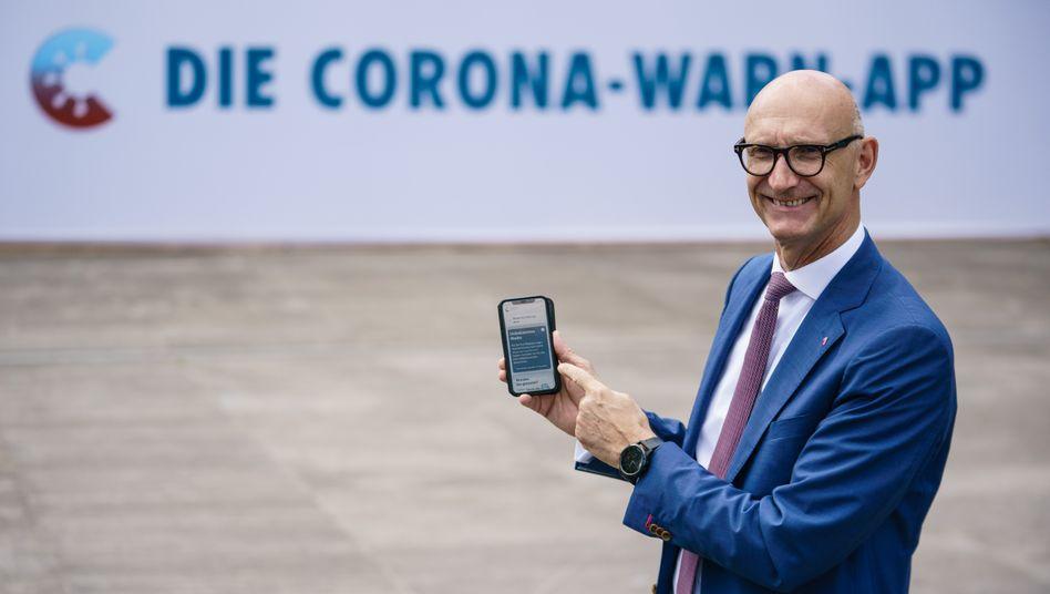 Telekom-Chef Tim Höttges bei einer Präsentation der deutschen Warn-App im Juni 2020