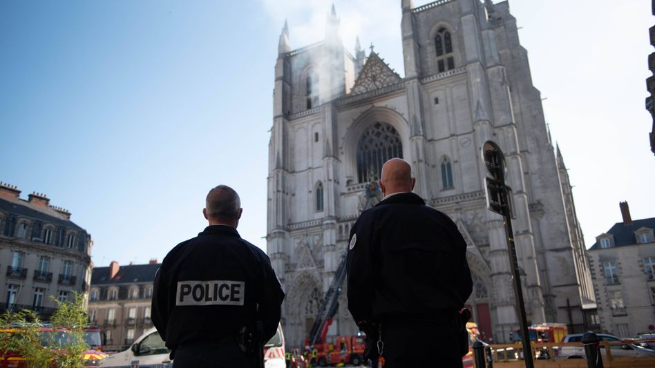 Die Ermittler verfolgen weiterhin die Theorie, dass es sich um Brandstiftung gehandelt habe