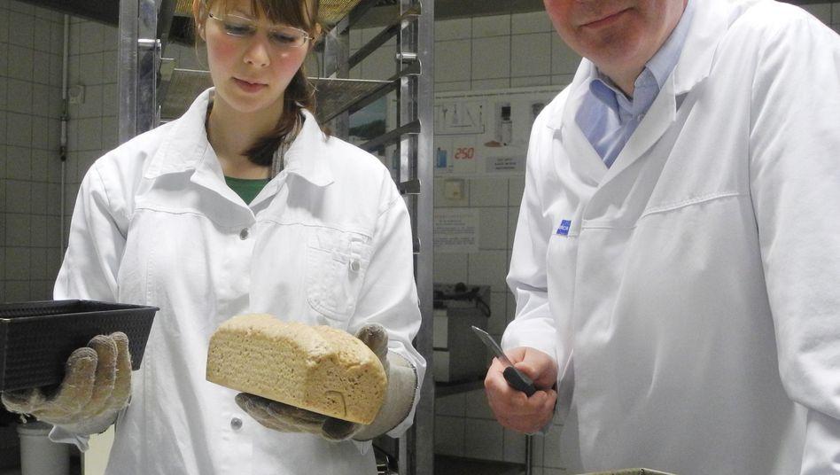 Krustenloses Seniorenbrot: Der Teig wird in einer Mikrowelle gebacken, deshalb fehlt die typische Kruste