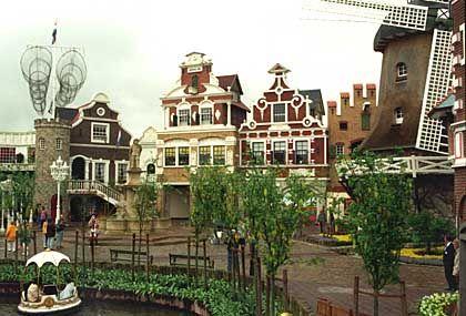 Grachten und niederländische Bauwerke: Holland-Dorf im Heide-Park