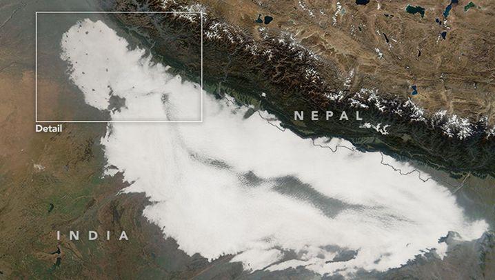 Wetterphänomen: Wolkenstau am Himalaya