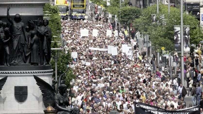 Protestmarsch von Missbrauchsopfern durch Dublin im Sommer 2009
