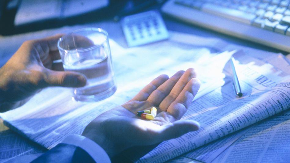 Tablettensucht im Büro: Die psychische Belastung im Berufsleben hat deutlich zugenommen