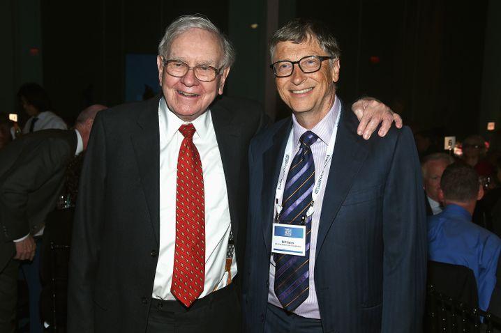"Weltberühmte Geldgeber: Warren Buffett (links) und Bill Gates, Initiatoren des ""Giving Pledge"""