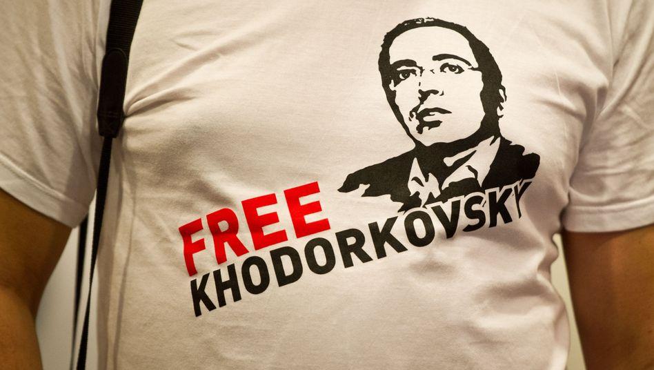 Chodorkowski-Shirt bei der PK des Ex-Oligarchen in Berlin: Dissidenten sind nämlich auch nicht mehr das, was sie mal waren