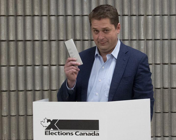 Andrew Scheer bei seiner Stimmabgabe: Es gab wie erwartet ein knappes Rennen