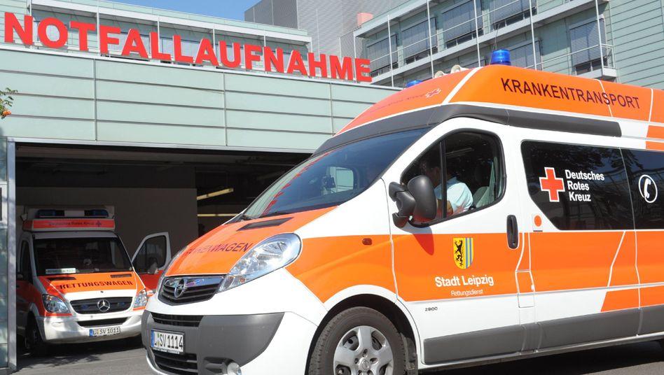 Rettungswagen rückt aus: Nicht immer übernehmen Krankenkassen die Transportkosten