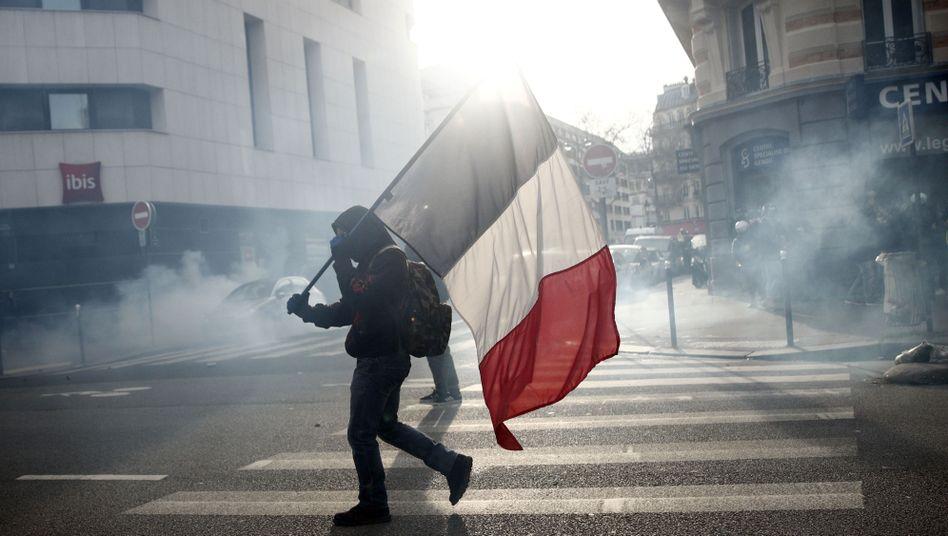 """Proteste in Frankreich gegen die Rentenreform: Mit dem Verzicht auf das höhere Eintrittsalter will Edouard Philippe den Sozialpartnern sein """"Vertrauen"""" beweisen"""