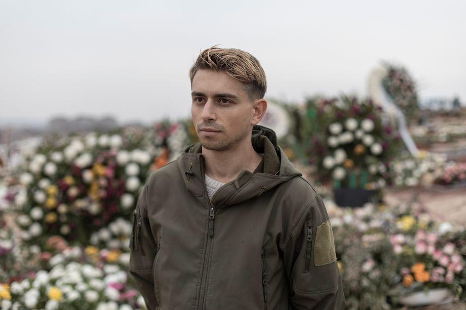Militärarzt Titan Asatrian auf dem Jerablur Militär Friedhof: »Wir alle sind traumatisiert«