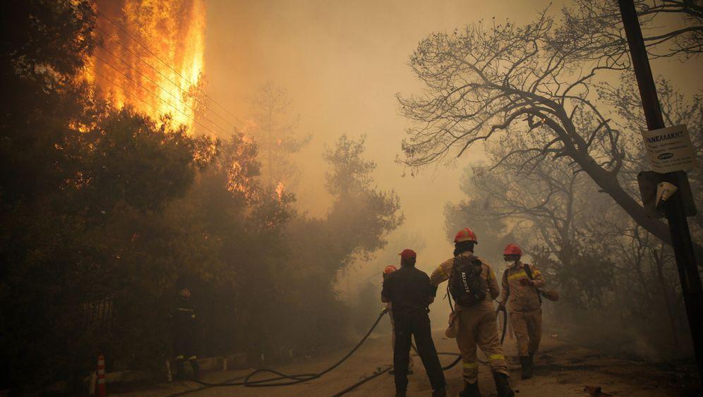 Waldbrände in Griechenland: Orangener Himmel über Athen