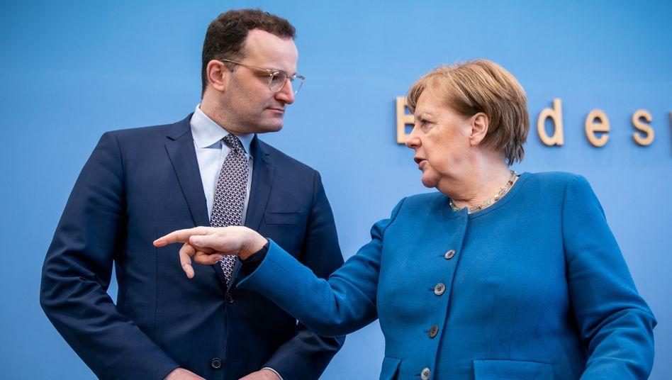 Gesundheitsminister Spahn, Kanzlerin Merkel: Reagieren, warnen, empfehlen