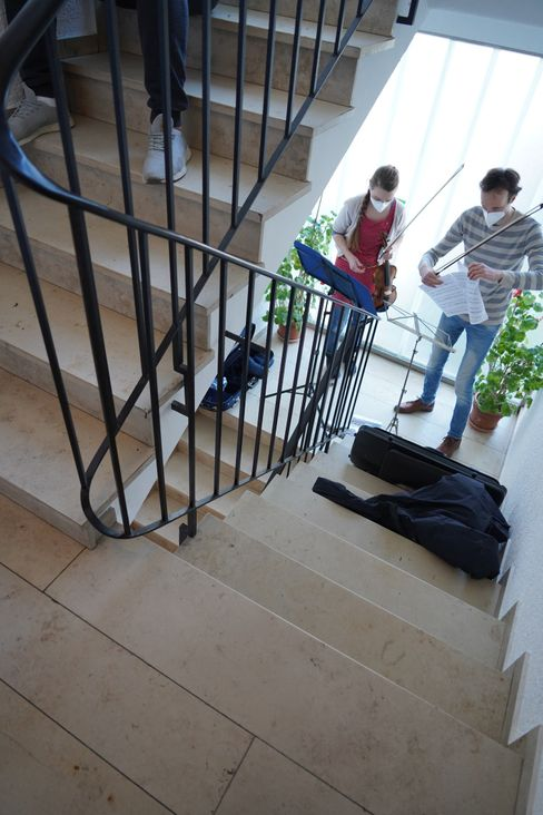 String concert in the stairwell: The Live experience is even more intense
