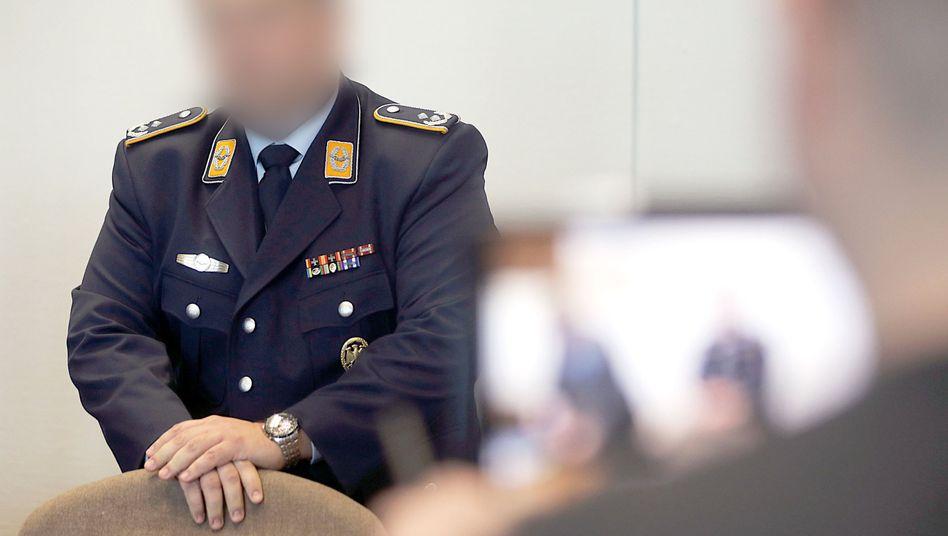 Angeklagter MAD-Oberstleutnant