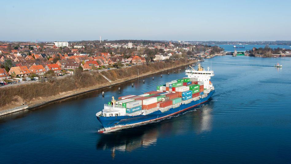 Containerschiff in Kiel: Vom niedrigen Niveau aus um 10,2 Prozent nach oben