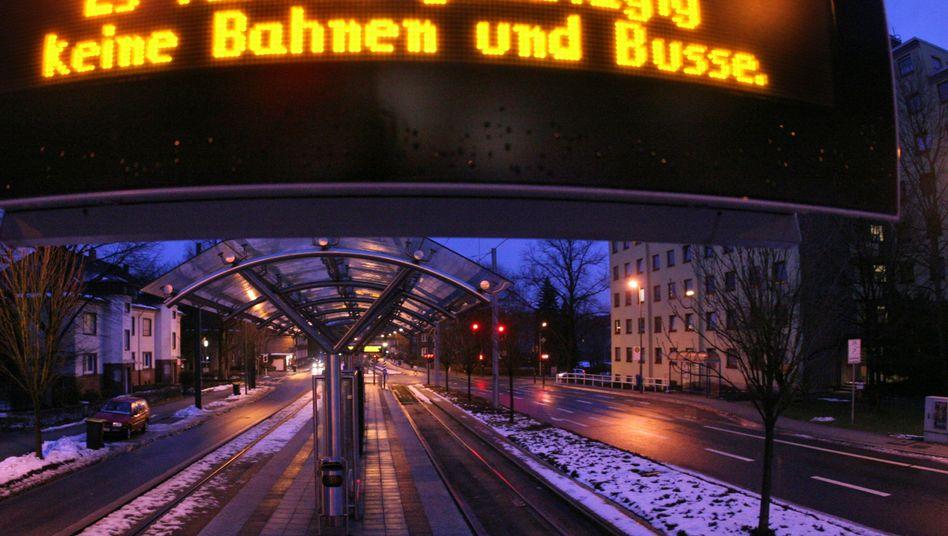 Haltestelle in Essen: Behinderungen im öffentlichen Nahverkehr