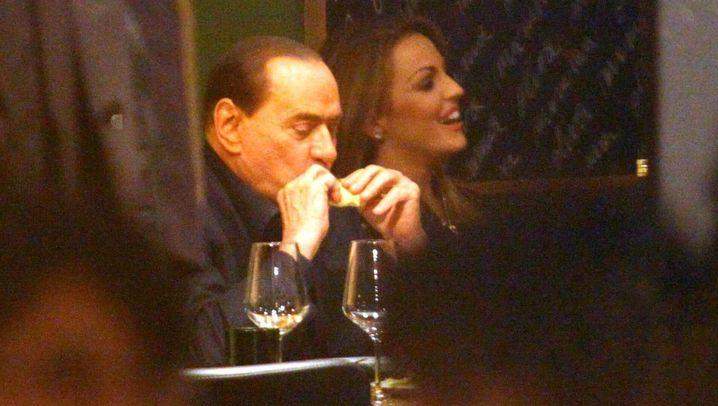 Verliebt und verlobt: Berlusconis neue Liebe