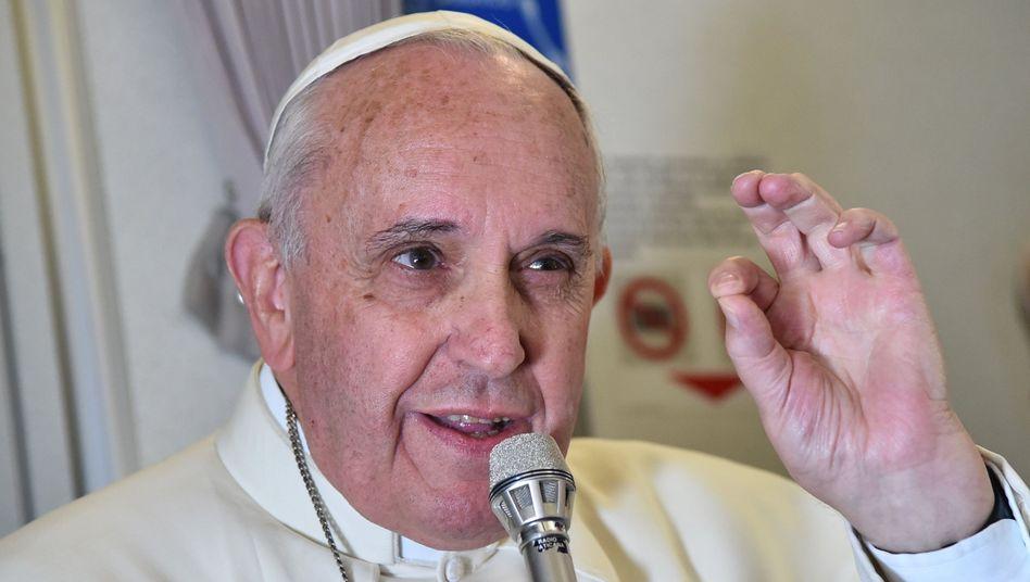 """Papst beendet Asienreise: """"Gute Katholiken müssen sich nicht unkontrolliert fortpflanzen"""""""