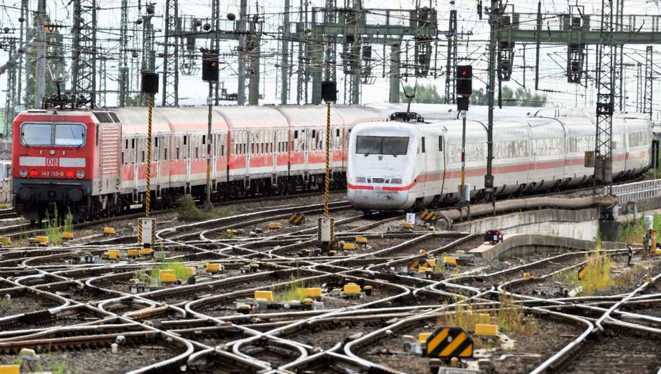 Züge der Deutschen Bahn: Das Schienennetz gilt als sanierungsbedürftig