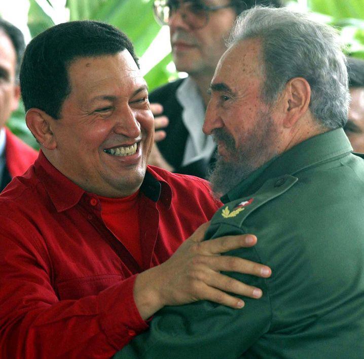 Hugo Chávez und Fidel Castro: ein sozialistisches Bündnis