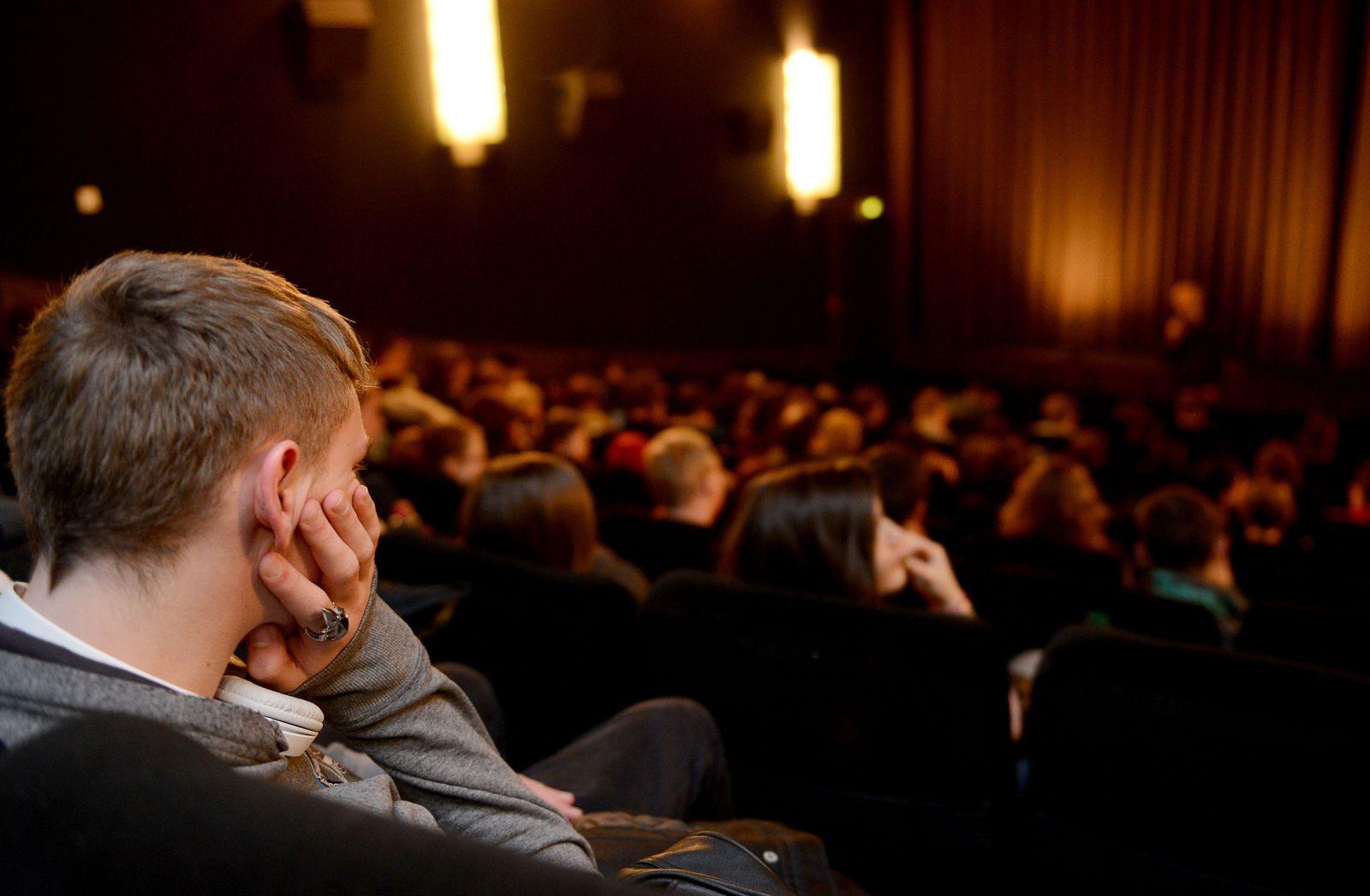 Schüler im Kino