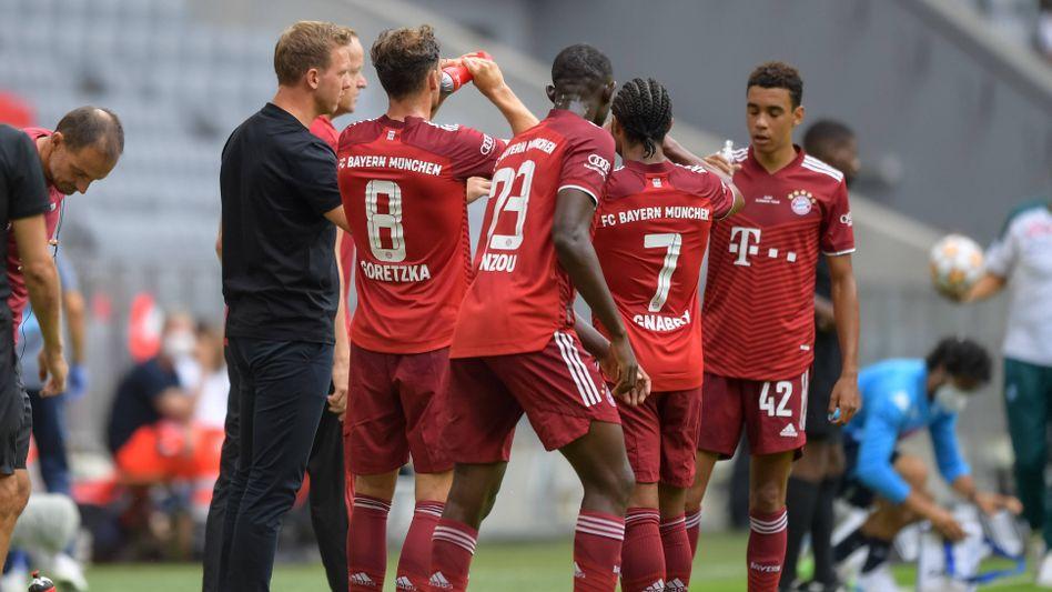 Bayern-Trainer Julian Nagelsmann (l.) kann wieder auf die EM-Teilnehmer bauen