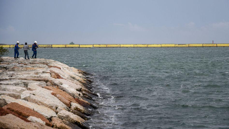 Die Tore der Flutschutzanlage Mose verschließen alle drei Zugänge zur Lagune von Venedig