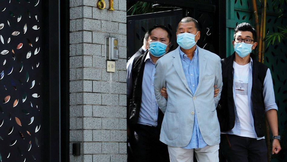 """Jimmy Lai (in der Mitte): Nach eigener Aussage """"auf das Gefängnis vorbereitet"""""""