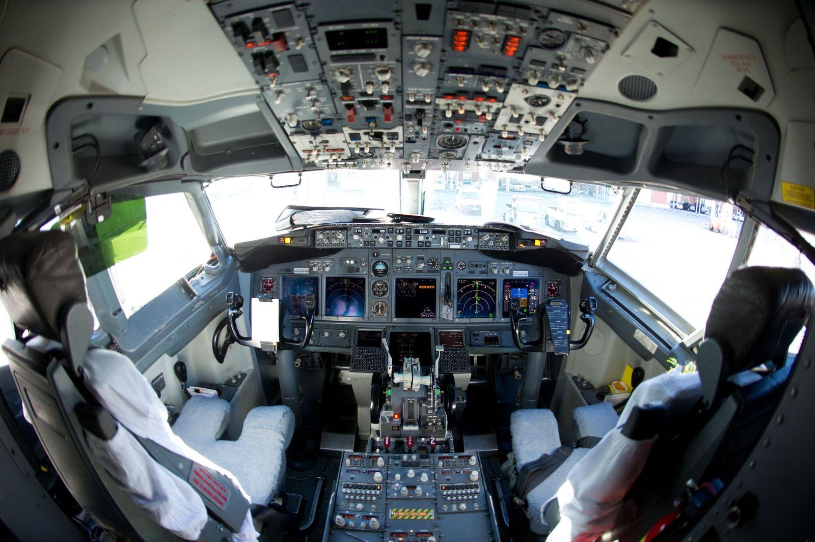 Cockpit eines Verkehrsflzugzeuges