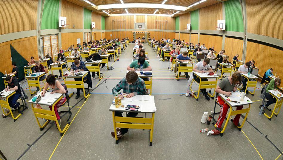Abiprüfung in Straubing: Rückgang in den Vorjahren nur durch Systemumstellungen