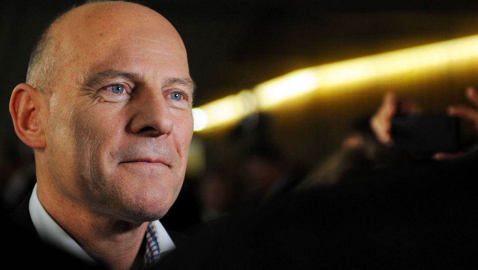 Verkehrsminister Winfried Hermann: Ungeliebtes Bahnprojekt umsetzen