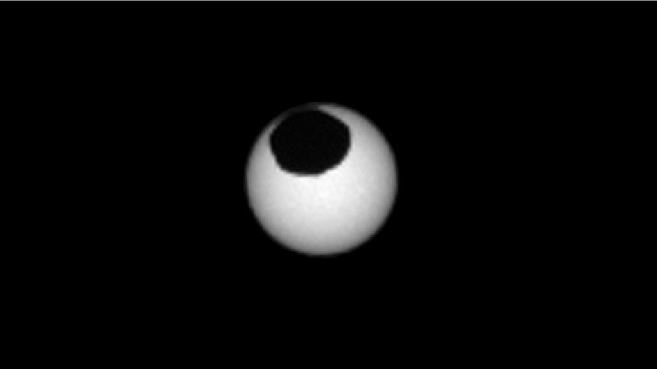 Sonnenfinsternis auf dem Mars: Hier zieht der Mond Phobos vor der Sonne vorbei