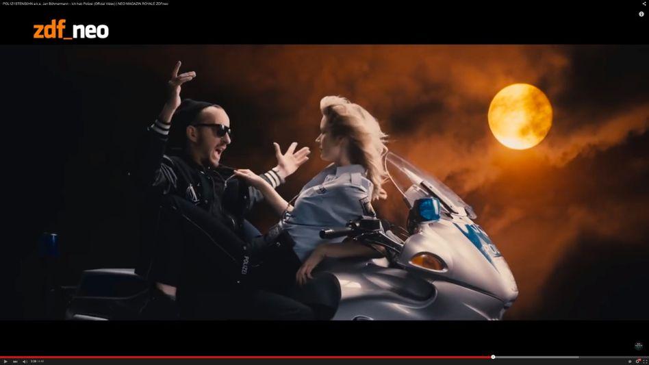 Szene aus Böhmermann-Video (mit Kanye-West-Zitat): Hitzige Debatte