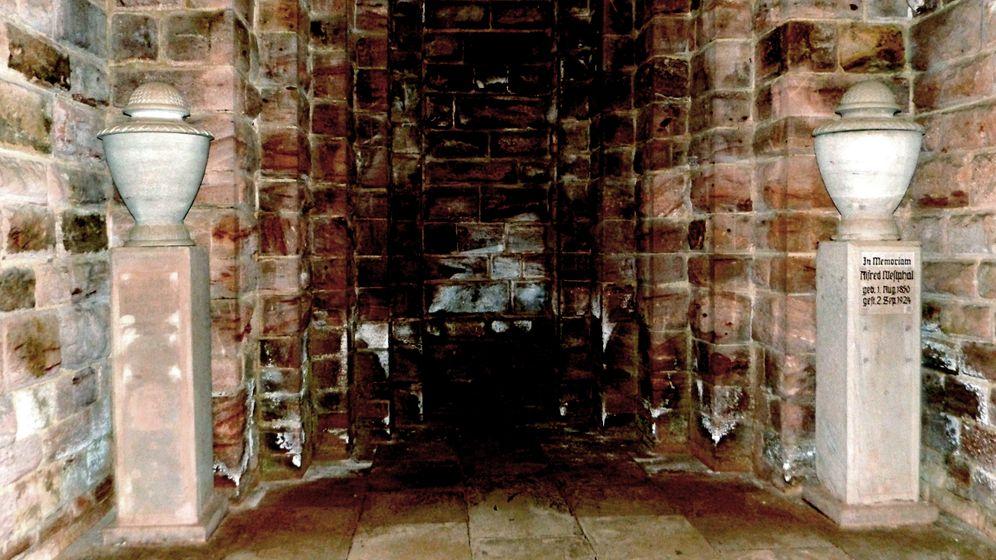 Schmitz' Asche: Die Wanderurne des Stararchitekten