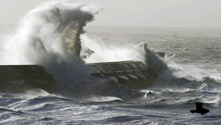 Unwetter in Großbritannien: Land unter an der Themse