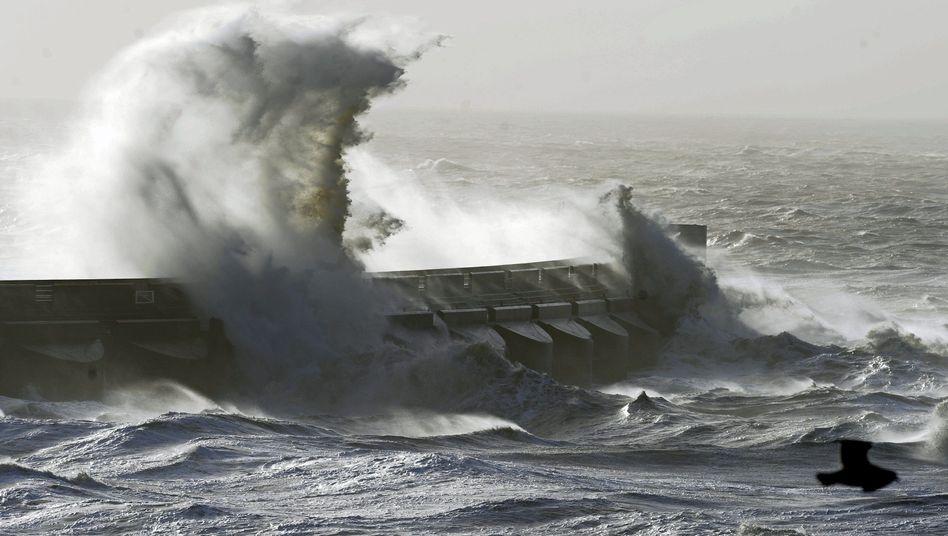 Unwetter über britischen Inseln: 85-Jähriger stirbt bei Sturm im Ärmelkanal