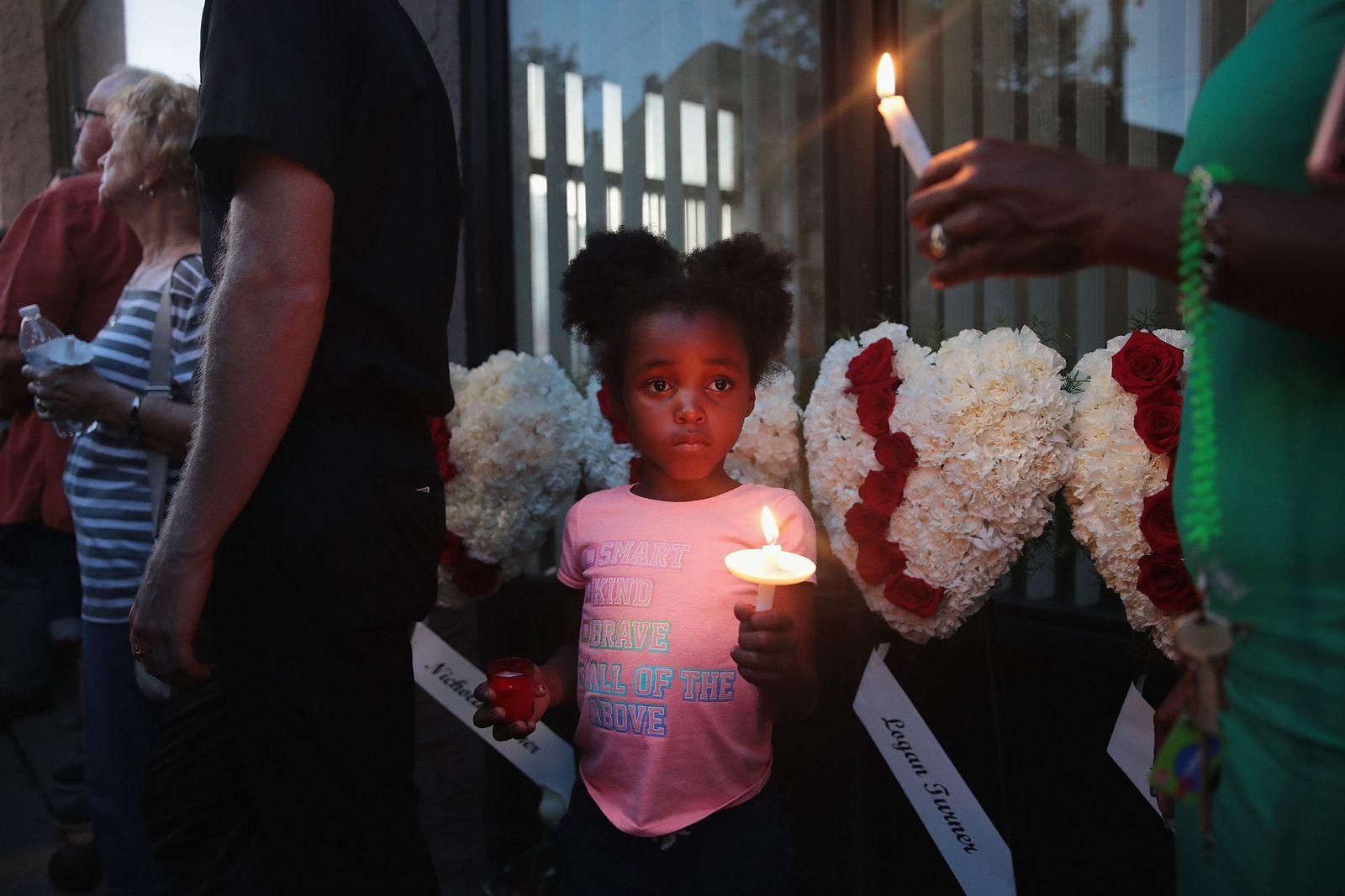 EINMALIGE VERWENDUNG SP 33/2019 S. 76 Weißer Terror - Trauernde