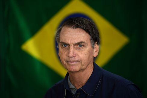 """Brasiliens Präsident Jair Bolsonaro bezeichnet das Coronavirus zunächst als """"leichte Grippe"""""""