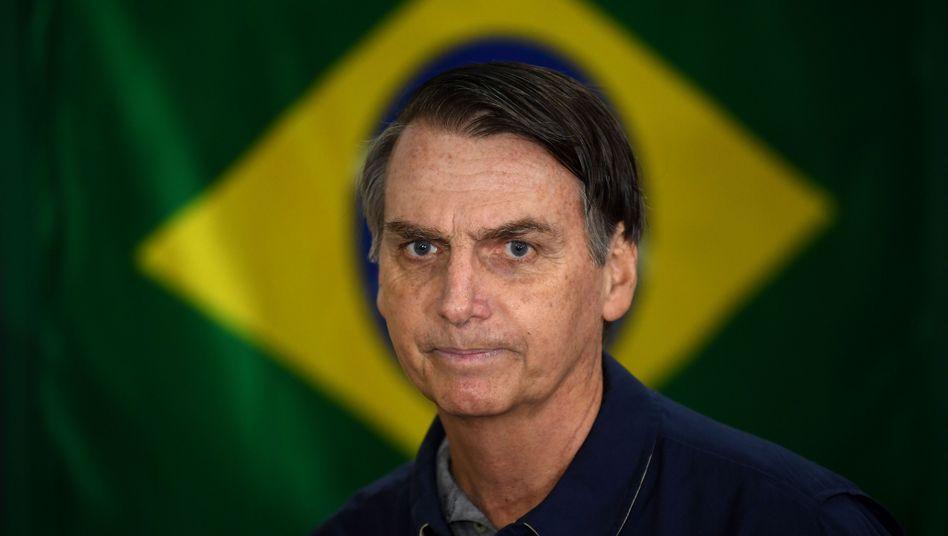 Jair Bolsonaro vor brasilianischer Flagge (Archivbild)