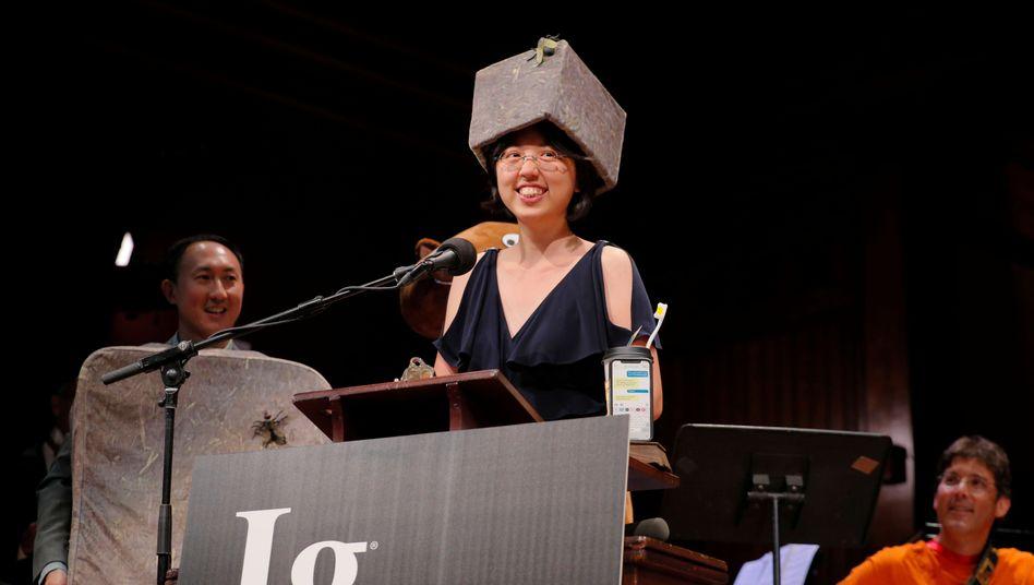 Wombat-Würfel-Forscherin Patricia Yang bei der Ig-Preisverleihung