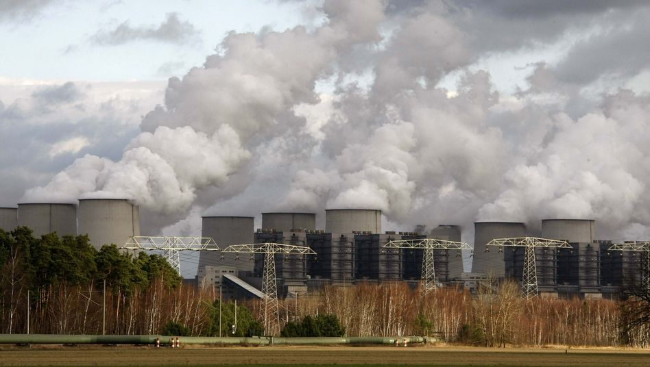 Kraftwerk Jänschwalde (im November 2009): Neue Studie beklagt Gesundheitsfolgen