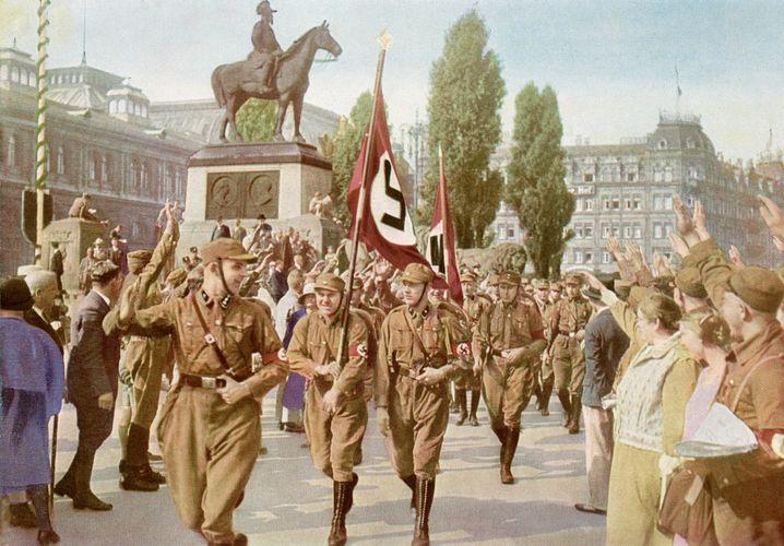 """Aus einer Klassenarbeit: """"Die Menschen in Deutschland begrüßten sich damals immer mit 'Hi, Hitler!'"""" (Klasse 9, Hauptschule)"""