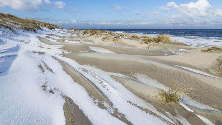 Strand, Sturm, Schneedünen: Winterzauber an Nord- und Ostsee