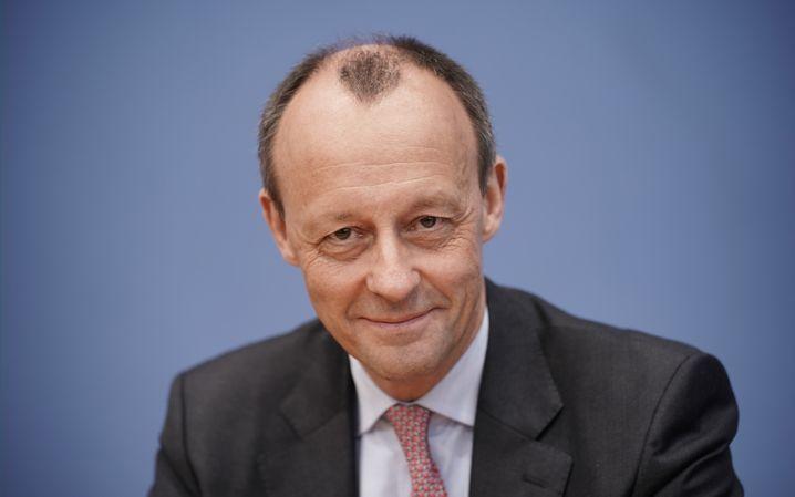 25.02.2020, Berlin: Friedrich Merz (CDU), ehemaliger Unions-Fraktionsvorsitzender im Bundestag, sitzt auf einer Pressekonferenz in der Bundespressekonferenz zu einer möglichen Kandidatur für den CDU-Vorsitz. Foto: Michael Kappeler/dpa +++ dpa-Bildfunk +++   Verwendung weltweit