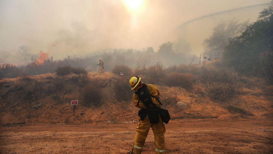 Kalifornische Feuerwehrleute kämpften im November 2018 wochenlang gegen die Flammen