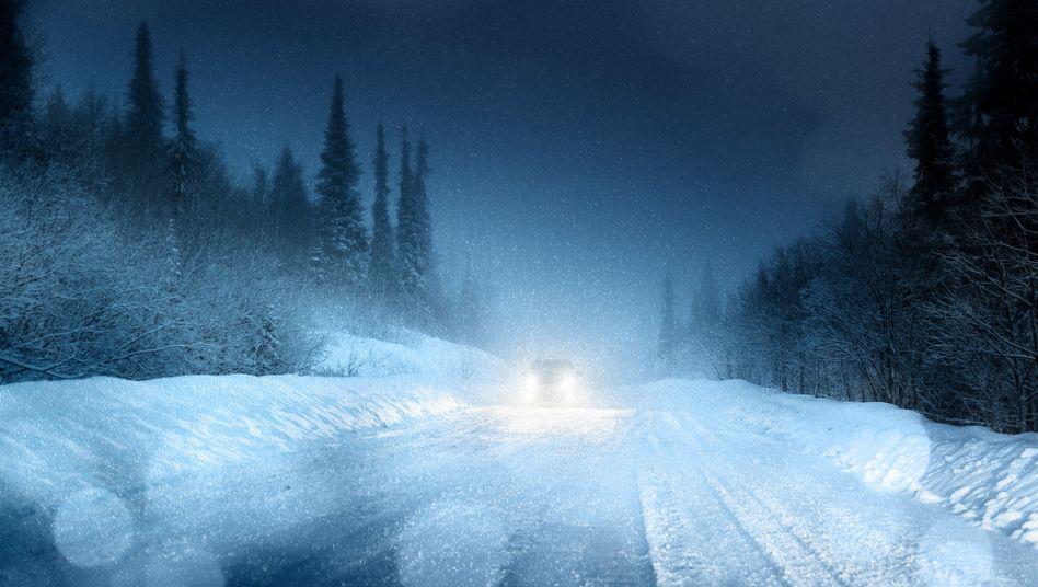 Auto im Schneetreiben - noch kann es fahren