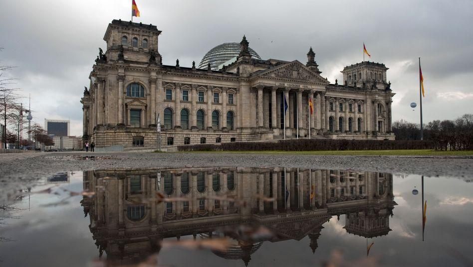 Reichstagsgebäude in Berlin: Scharfer Protest gegen geplante Rederegelung