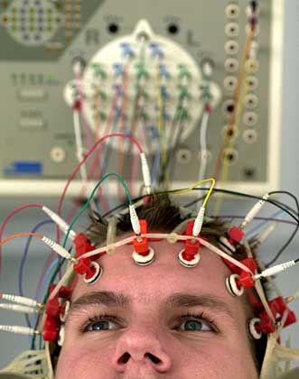 Interface: Lassen sich Maschinen per Gedanke steuern? Lassen sich Informationen ins Gehirn übertragen?