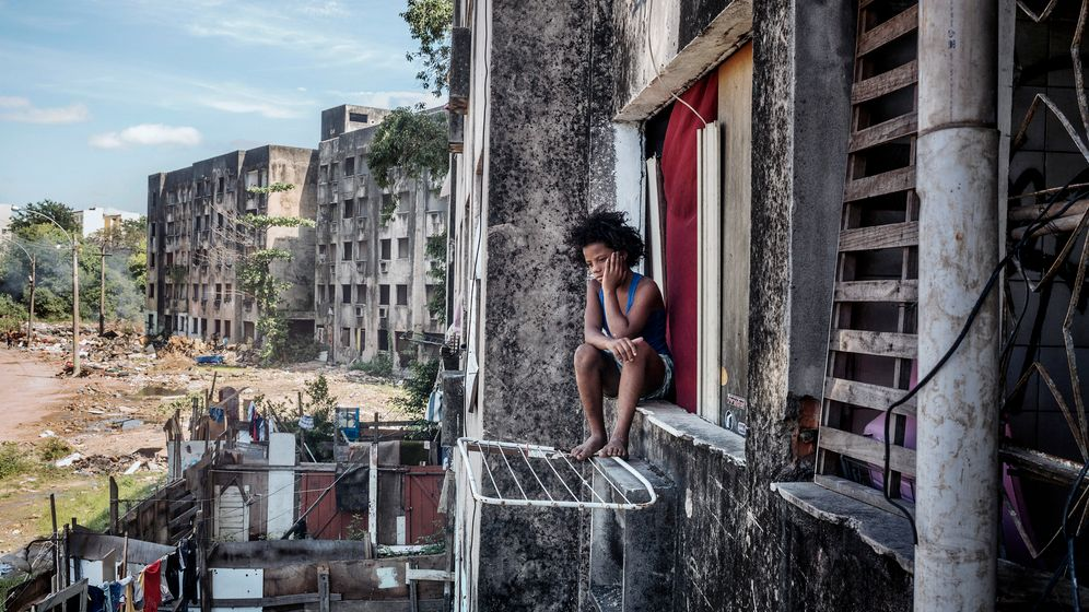 """Copacabana Palace"": Leben, leiden und lachen in Ruinen"