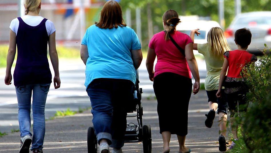 Frauen und Kinder: Reichen 374 Euro im Monat zum Leben?