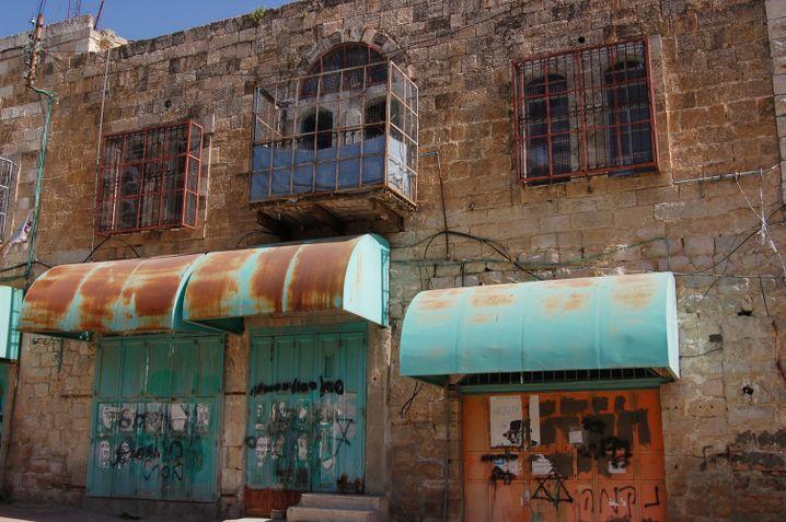 Verwaiste Läden, schützende Käfige